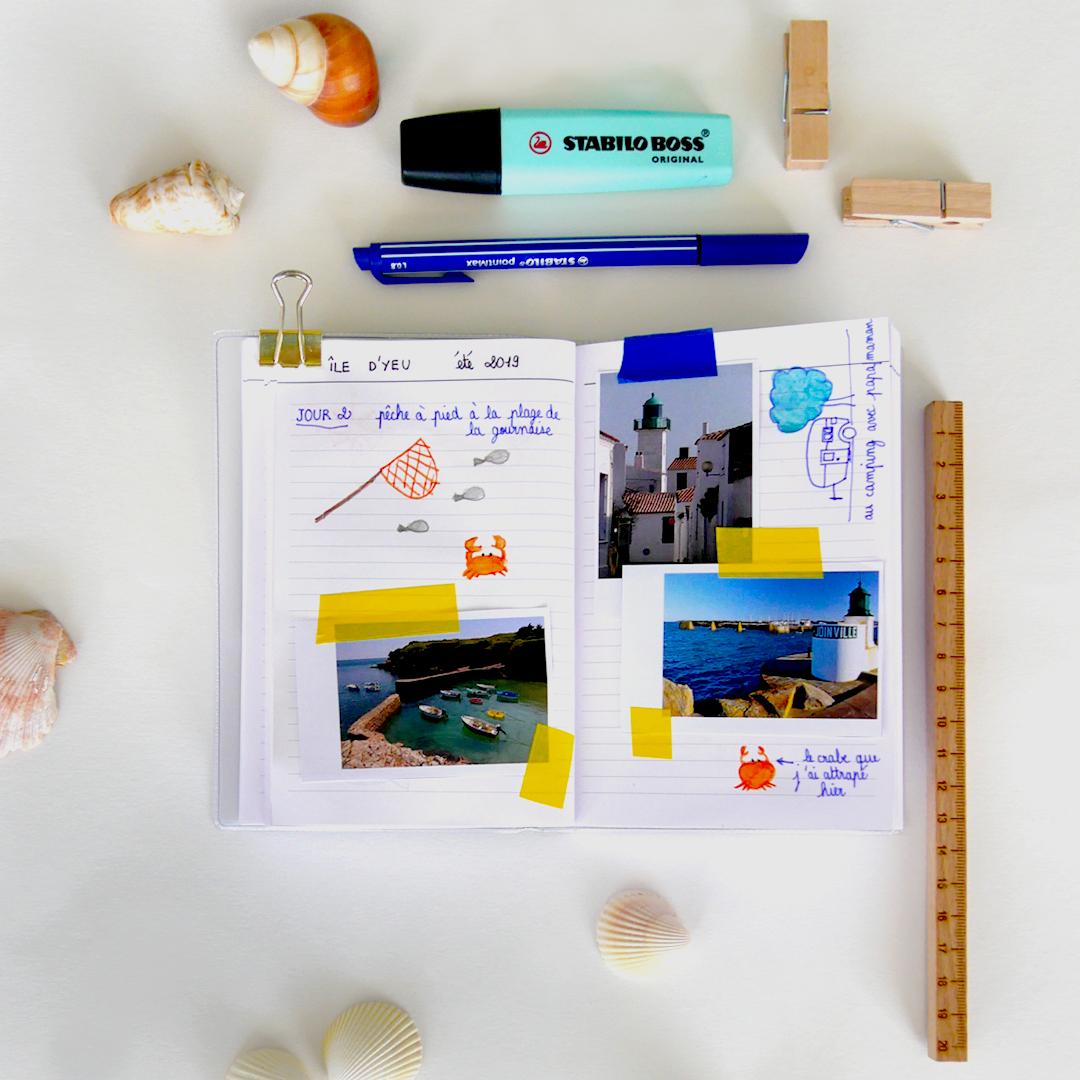 Collages et souvenirs dans un carnet de voyage pour enfants