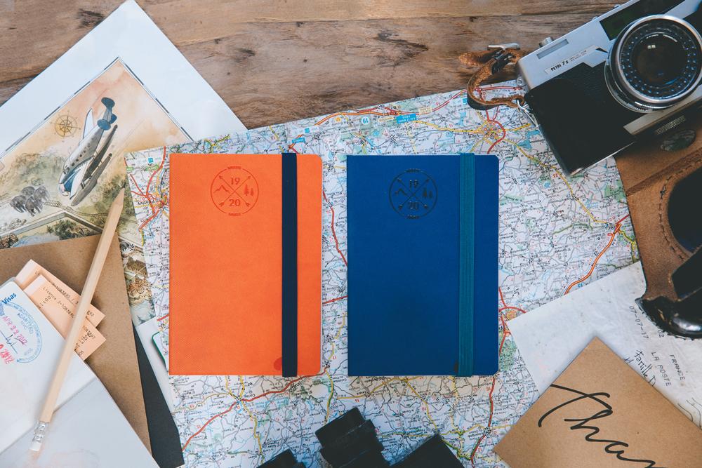 Agenda orange et agenda bleu 2020 avec élastique couleur Quo Vadis