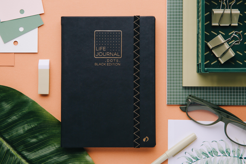 Carnet noir aux pages noires parfait pour faire un bullet journal